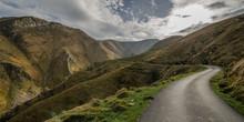Camino Que Cruz Als Montañas En El Pirineo