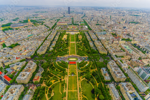 Fotografia  Beautiful view of fields in Champ de Mars, Paris