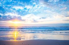Sea Of The Morning Glow(朝焼けの砂浜)