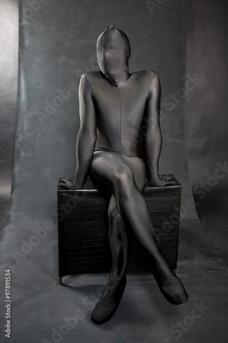 Photographie  man in black skin-tight body suit and his face covered by suit