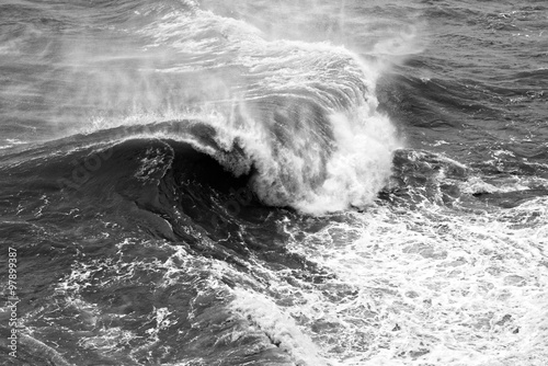 фотографія  Dynamic black and white waves