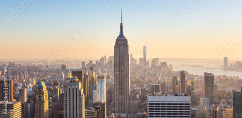 Deurstickers New York New York City Manhattan skyline in sunset.