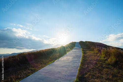 Fotografía  空に続く山道
