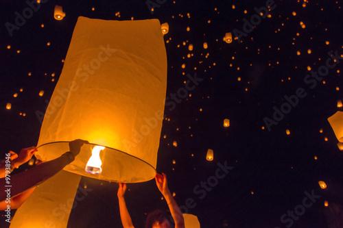 Fotografie, Obraz  Rozmazané plovoucí lucerna nebo festival Yeepeng v provincii Chaingmai