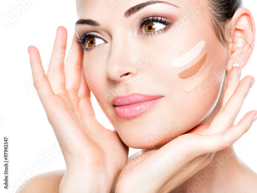 Fotografia  Beautiful face of  woman with cosmetic foundation on a skin.