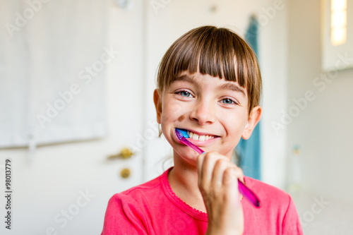 Young child with toothbrush плакат