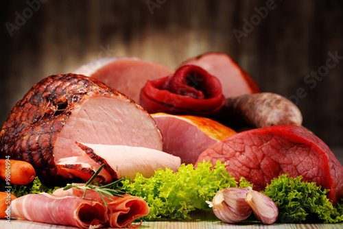 Foto  Meat products including ham and sausages