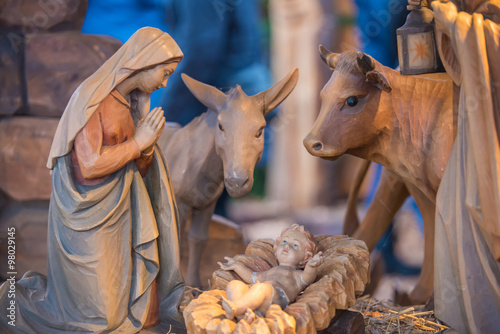 Fotografie, Obraz  Krippenfiguren aus Holz, Weihnachtsgeschichte
