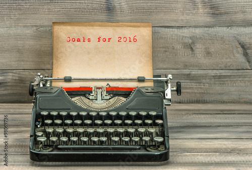 In de dag Retro Antique typewriter paper. Goals for 2016. Business concept