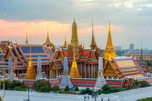 Foto op Canvas Bangkok The beauty of the Emerald Buddha Temple at twilight. And while the gold of the temple catching the light. This is an important buddhist temple of thailand and a famous tourist destination.