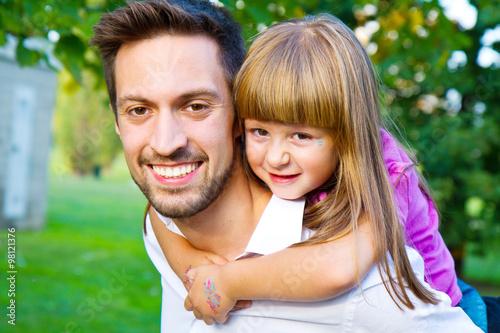Fotografie, Obraz  fratello e sorella si divertono al parco