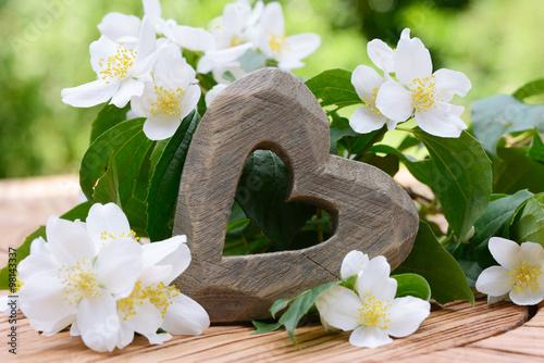 Photo  Herz mit Jasmin auf Holz