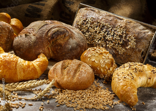 Leinwand Poster Brot Auswahl mit Korn und Ähren