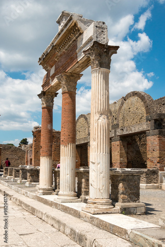 Tuinposter Oude gebouw Ruins of ancient Pompeii, Italy