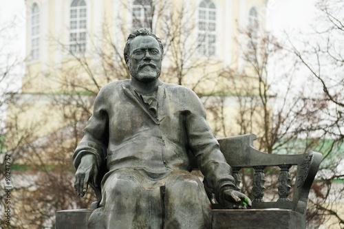 Foto auf Gartenposter Historische denkmal Nikolai Leskov monument in winter in Orel, Russia