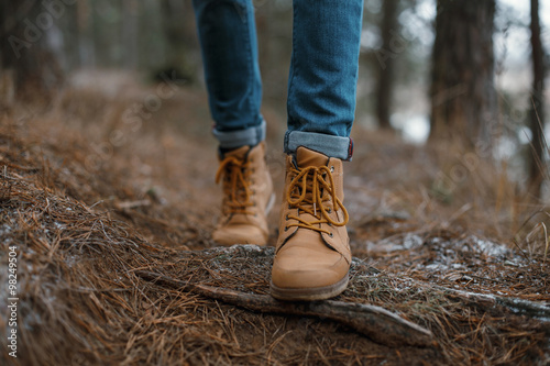 Photo  Close up of legs walking in the forest