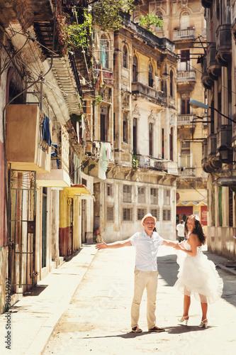 Happy couple in old city of Havana Wallpaper Mural