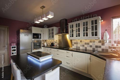intérieur maison cuisine – kaufen Sie dieses Foto und finden Sie ...