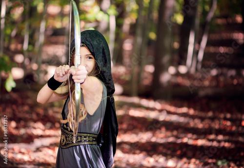 Girl dressed as an archer pointing an arrow Tablou Canvas