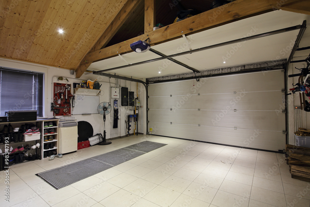 Intérieur Garage maison deux voitures Foto, Poster, Wandbilder bei ...