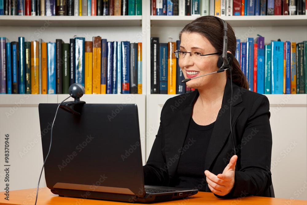 Fotografía Woman video call online lesson   Europosters es