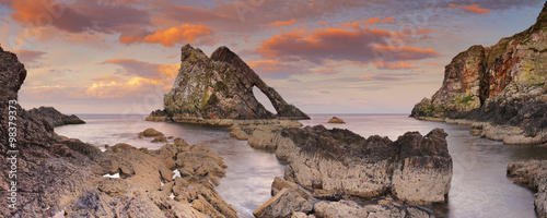 Obraz na plátně Bow Fiddle Rock, natural arch on Moray coast, Scotland, sunset