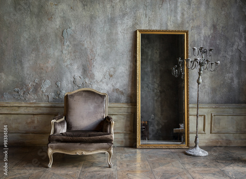 Staande foto Retro In the room are antique mirror and a chair