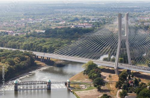 widok-z-lotu-ptaka-na-miasto-most-we-wroclawiu