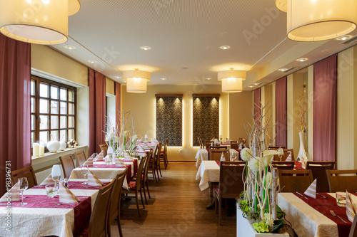 Zdjęcie XXL Jadalnia ze stołami białymi