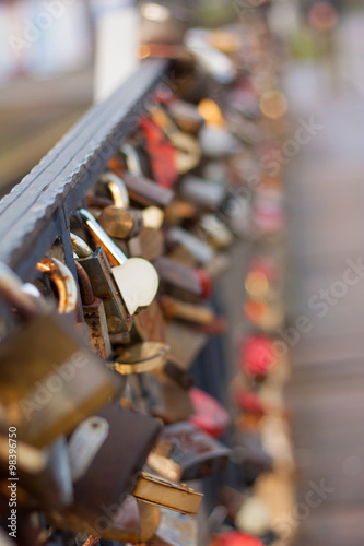 Foto auf AluDibond Bier / Apfelwein Locks on the bridge / Locks on the bridge are a local tradition, after the wedding, the newlyweds hang a lock on the bridge.