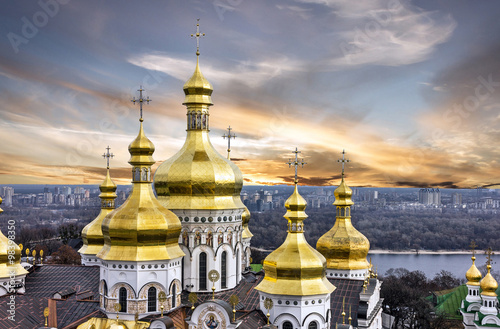 In de dag Kiev Kiev, Ukraine. Sunset view on Pechersk Lavra Monastery