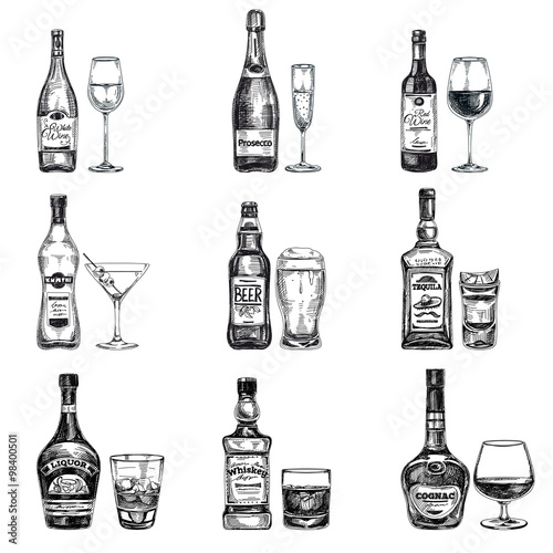 Fotografía  Vector hand drawn illustration with alcoholic drinks.