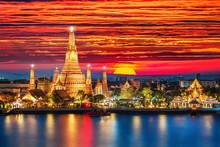 Wat Arun Night View Temple In Bangkok, Thailand..