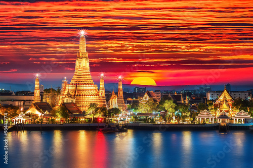 Poster Bangkok Wat Arun night view Temple in bangkok, Thailand..