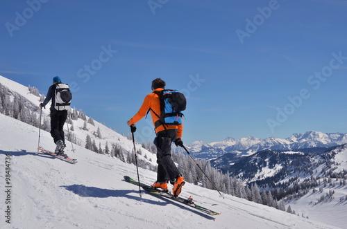 Staande foto Wintersporten Auf Skitour im Aufstieg