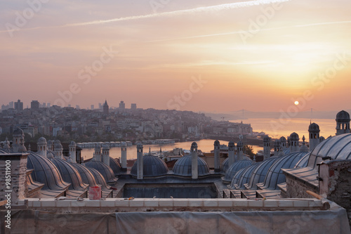 Fotobehang Midden Oosten Sunrise over the city of Istanbul as seen from the Suleymani Mosque