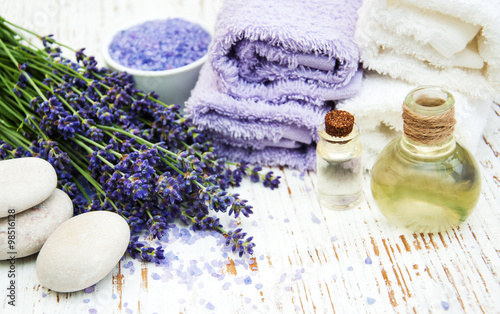 Fototapeta Spa products and lavender flowers