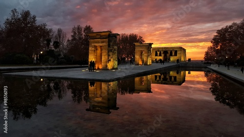 Photo Atardecer en el templo de debod