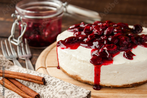 obraz dibond cherry cheesecake