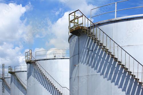 Fényképezés  Steel bulk storage tanks