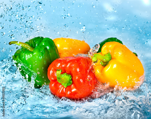Pepper and water - 98570103