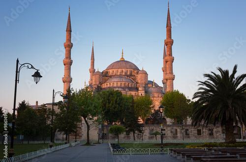 Plakat Błękitny meczet w Istanbuł wcześnie w ranku przed wschodem słońca, Turcja