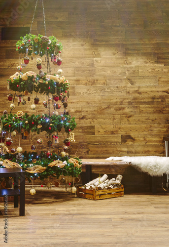 Foto op Plexiglas Spa Christmas tree decoration with wooden wall background
