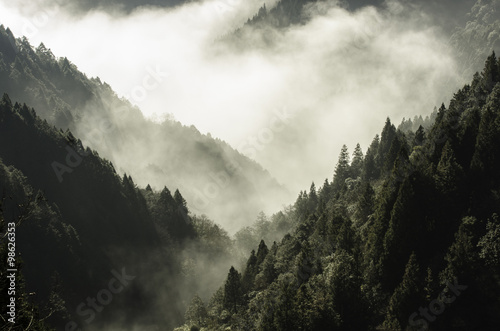 Poster de jardin Montagne High mountain in mist and cloud