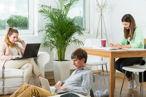 Fototapety, obrazy: Creative people working at home