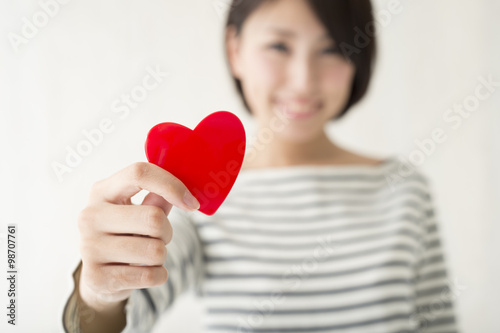 Fotografia  Smile of the woman have a red heart