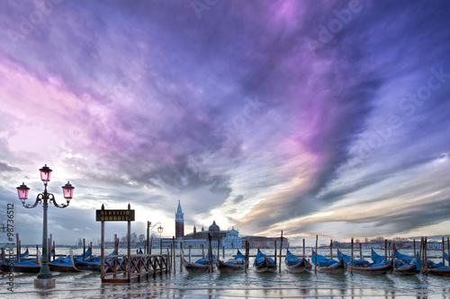 Photo sur Toile Bestsellers Gondeln in Venedig