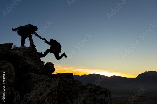 Fototapeta çılgın dağcıların birlik ve beraberlik ruhu obraz