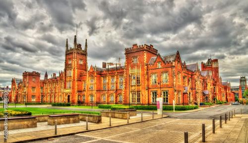 фотография  View of Queen's University in Belfast - Northern Ireland