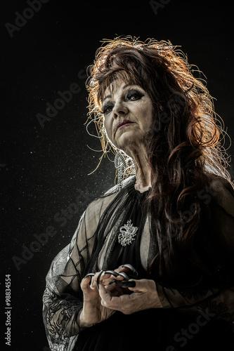 Valokuvatapetti Old female witch